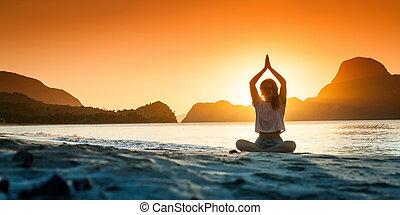 silhouette, jeune, coucher soleil, temps, yoga, girl