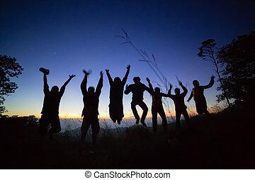 silhouette, jeunes adultes, sauter