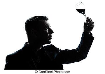 silhouette, man, proeft, kijken naar, zijn, glas van rode...