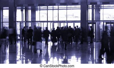 silhouette, mensen in, binnengaan, zaal