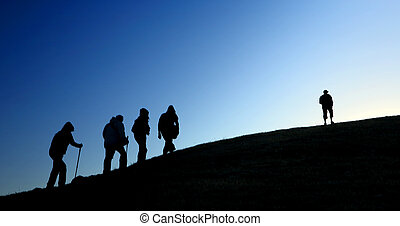 silhouette, montagnes., groupe, prendre, touristes