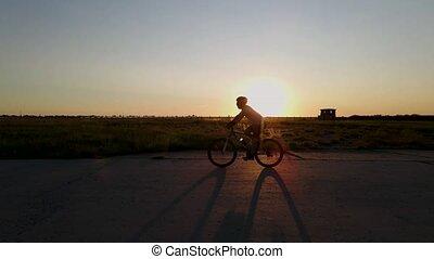 silhouette, mouvement, coucher soleil, montagne, lent, motard