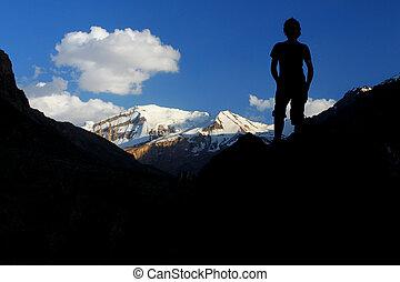 silhouette, neiger sommet, fond, coverd, grimpeur