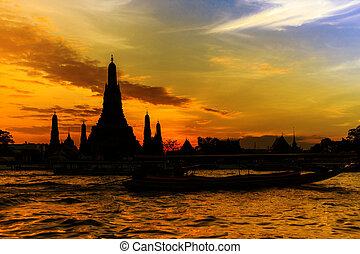 Silhouette of Wat Arun at sunset, Bangkok, Thailand