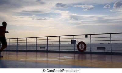 silhouette, pont, courant, bateau croisière, homme