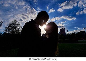 silhouette, sole, coppia, baci, contro, regolazione, fondale