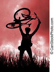 silhouette, van, een, fietser, vasthouden, zijn, fiets
