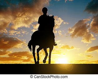 silhouette, van, een, passagier, op, een, paarde