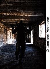 silhouette, von, a, soldat, mit, waffen, an, kriegsbilder