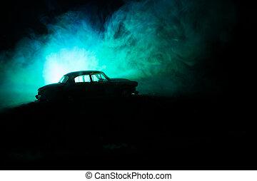 silhouette, von, altes , jahrgangsauto, in, dunkel, neblig, paßte, hintergrund, mit, glühen, lichter, in, niedrig, licht, oder, silhouette, von, altes , verbrechen, auto, dunkel, hintergrund.