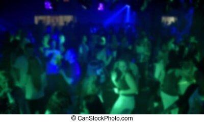 silhouettes, plancher danse, boîte nuit, gens, brouillé, danse