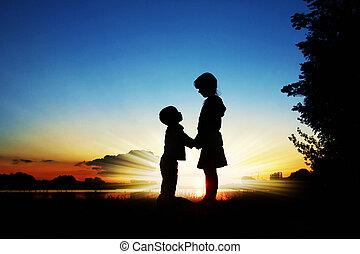silhouettes, solnedgång, barn, bakgrund, lycklig