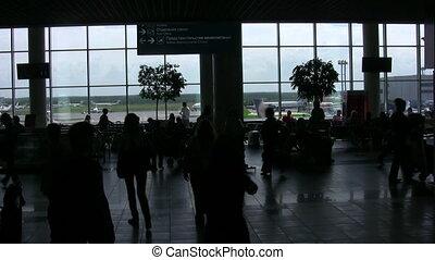 silhouettes, van, mensen in a, zaal, van, de, luchthaven