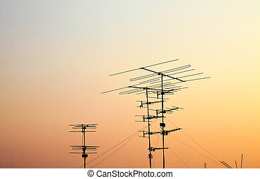silhuetas, antenas, pôr do sol