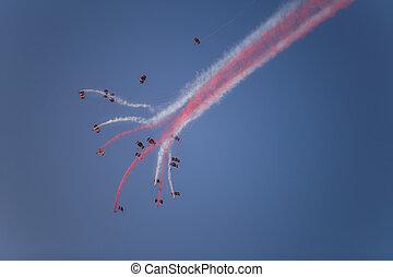 silhuetas, de, a, skydiver, equipe, voar formação