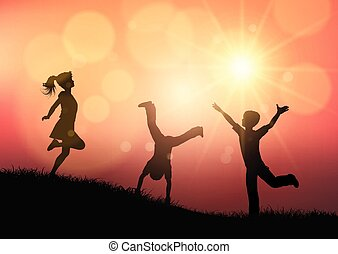 silhuetas, de, jogar crianças, em, pôr do sol, paisagem