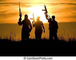 silhuetas, de, soldados