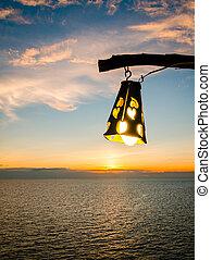 silhuett, av, lysande, lykta, under, solnedgång, hos, skymning