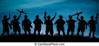 silhuett, av, militär, tjäna som soldat, lag, eller, tjänsteman, med, vapen, hos, night.