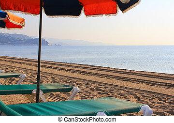 silla de la playa, y, paraguas, en, playa