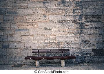 silla de madera, delante de, pared ladrillo
