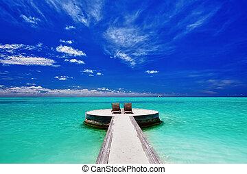 sillas de cubierta, dos, tropical, maravilloso, playa