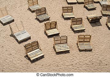 sillas de cubierta, hecho, de, de madera, carga, paletas