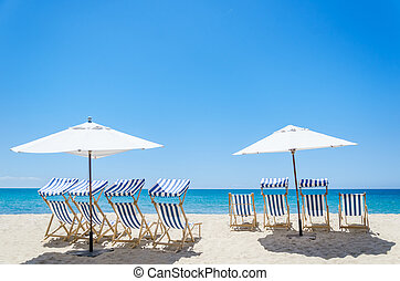 sillas de playa, cerca, el, océano, plano de fondo