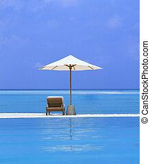 sillas de playa, y, paraguas, en, un, hermoso, isla