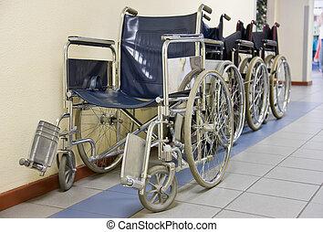 Pasillo sillas hospital imagenes stock photo 495 pasillo for Sillas para hospital
