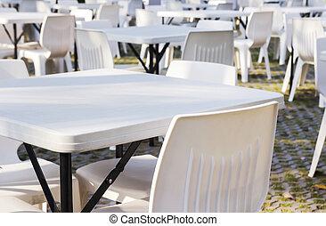sillas, mesas, blanco