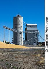 Silo and grain elevator