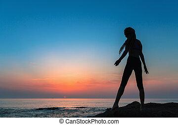silueta, costa, mar, flexível, durante, menina, twilight.