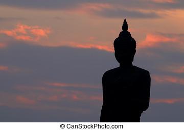 silueta, de, buddha, estatua, en, el, phutthamonthon