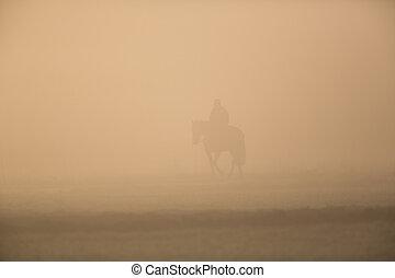 silueta, de, cavaleiro, com, cavalo, em, a, manhã, pó