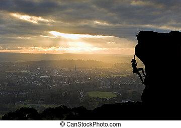silueta, de, escalador pedra, perto, ápice, conceito, de,...