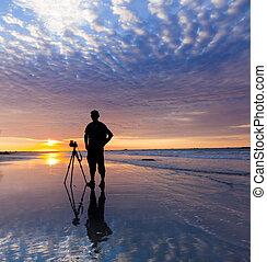 silueta, de, um, fotógrafo