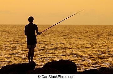 silueta, de, um, pescador, em, pôr do sol