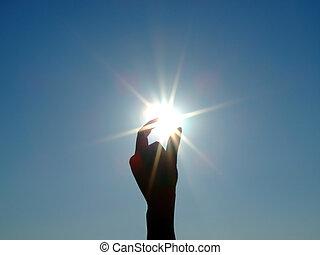 silueta, de, un, mano femenina, el, cielo azul, y, el, sol...