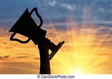 silueta, de, un, tenencia de la mano, un, campeonato, trofeo