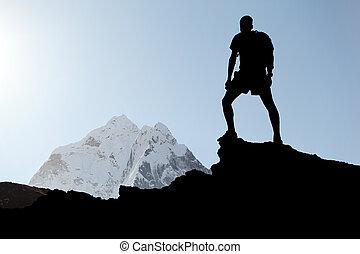 silueta, hiking, homem
