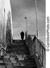 silueta, hombre, escaleras, cima