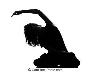 silueta, mujer, yoga, ejercitar, sentado