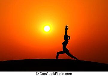 silueta, mulher, fazendo, ioga