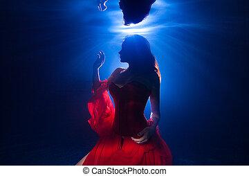 silueta, submarinas, foto, bonito, menina jovem, com, escuro, cabelo longo, desgastar, vestido vermelho
