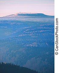 silueta, vista, de, montanhas, em, pôr do sol, parque nacional