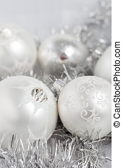 Silver christmas baubles - Silvery christmas decoration ...