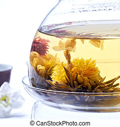 silver needle tea jasmine with detail of flowers
