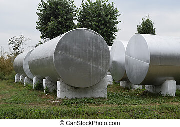 Silver tanks for storage of fertilizers