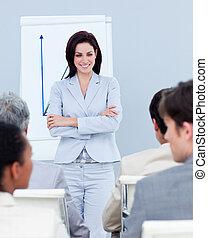 simpático, mujer de negocios, hacer, un, presentación